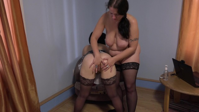 Зрелые лесбиянки долго использовали секс игрушки чтобы кончить