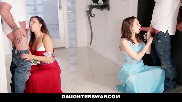 Богатенькие друзья соблазнили и оттрахали молодых дочерей