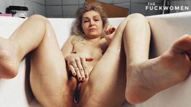 Великолепная теща удовлетворила сексуальные потребности зятя