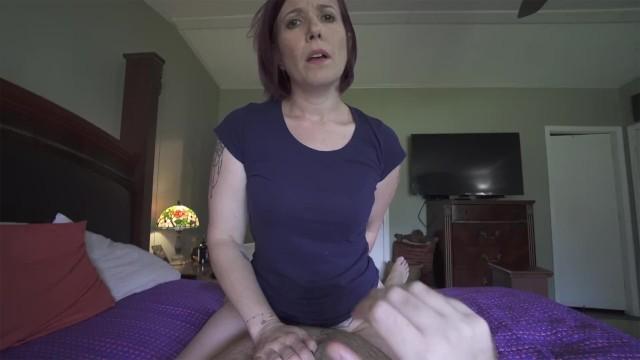 Брутальный сынок трахает мамашу намного лучше, чем её муженек
