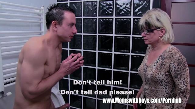 Накаченный самец грубо долбит озабоченную мамашу в пилотку