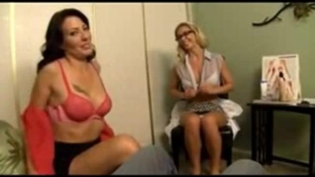Мачеха соблазнила пасынка и получила вагинальный трах в ванной