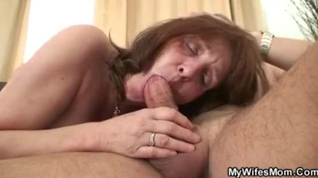 Беременная Линда показывает сексуальное тело на веб-камеру